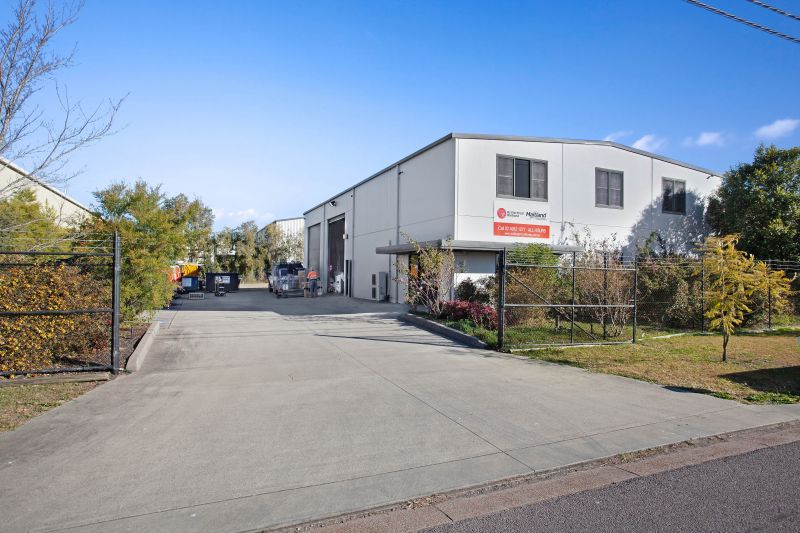 Stand alone warehouse with yard area!