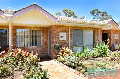 BEAUTIFUL COMPLEX, WELL MAINTAINED OVER 55s VILLA!