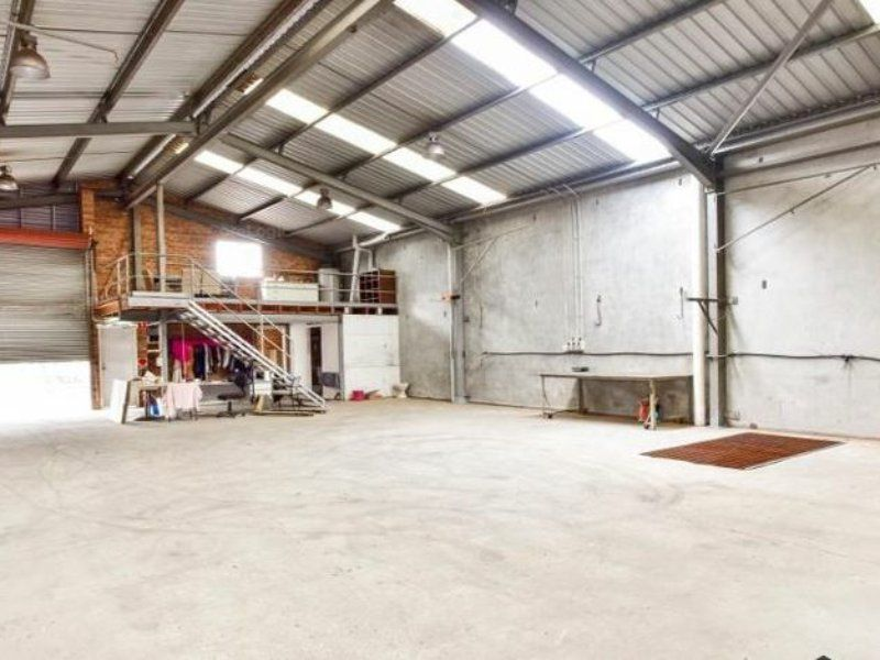 OFFICE & WAREHOUSE - QUALITY & SPACE!!