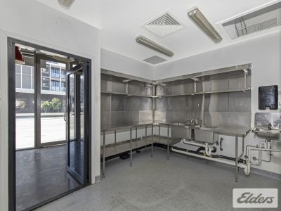 FULLY FITTED COMMERCIAL KITCHEN - MUST BE SEEN!