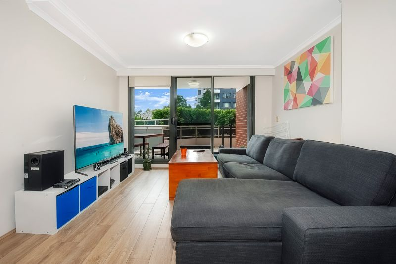 Well-maintained unit in convenient setting