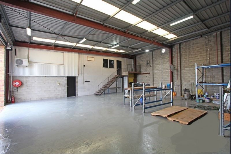NEWLY REFURBISHED WAREHOUSE WITH OFFICE 630M2*