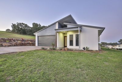 MODERN, STYLISH & READY TO MOVE IN!