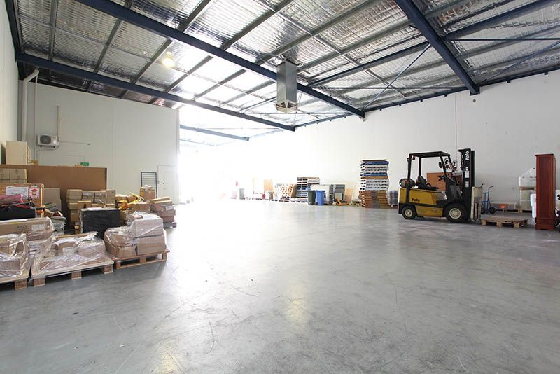 WELSHPOOL OFFICE/WAREHOUSE - RENT FREE AVAILABLE