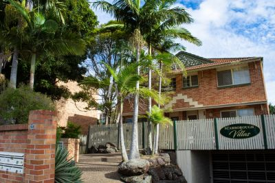 BRIGHT CHEERY TOWNHOUSE IN OUTSTANDING CENTRAL LOCATION