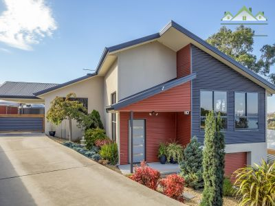 A BEAUTIFUL IMMACULATELY PRESENTED MODERN HOME WITH BREATHTAKING VIEWS