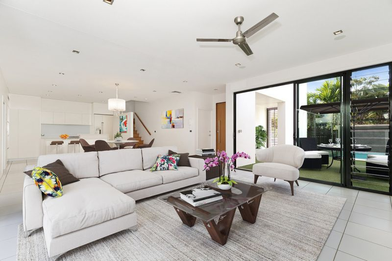 BEAUTIFUL FAMILY HOME IN THE VERY SOUGHT AFTER SUBURB OF BULIMBA