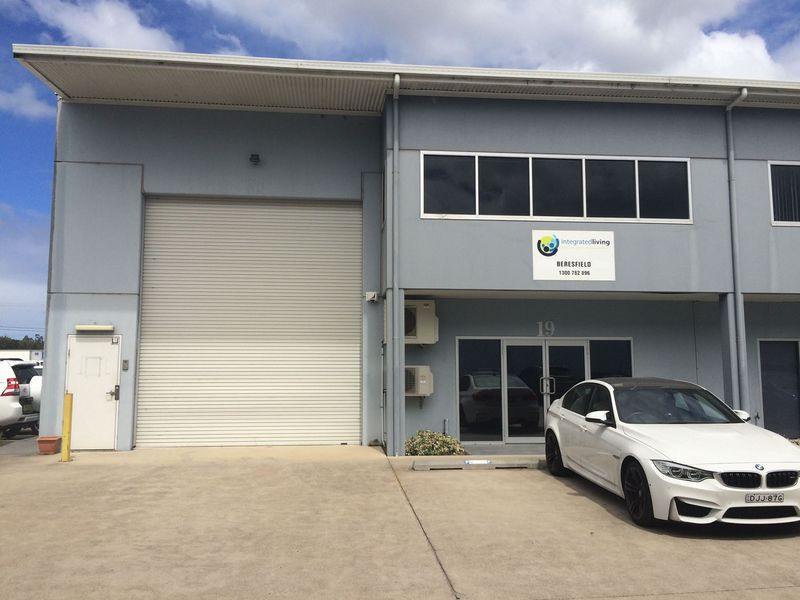 GREAT OFFICE SPACE AT WAREHOUSE RENT