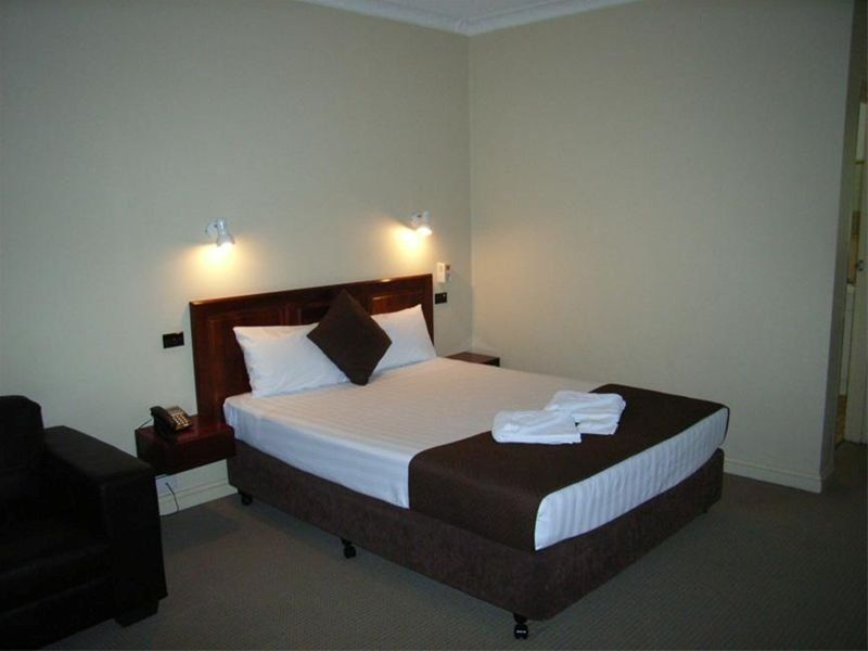 COUNTRY COMFORT MOTEL (Leasehold)
