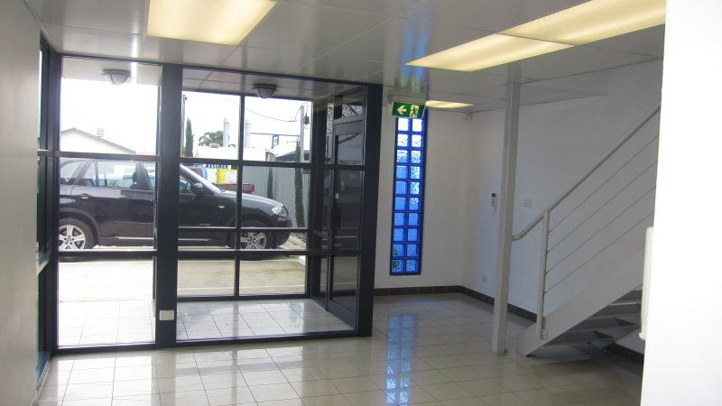 Corporate Office/Showroom Warehouse of 370sqm approx.