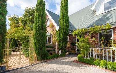 433 Hobart Rd, Youngtown