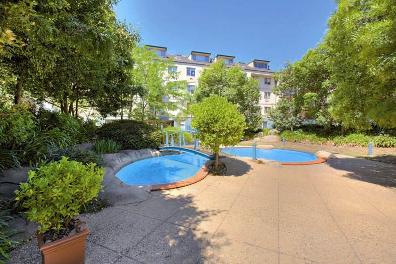 Large Three Bedroom Apartment at Kings Park!