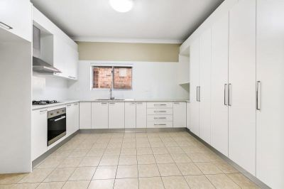 = HOLDING DEPOSIT RECEIVED =OUTSTANDING AND FRESHLY RENOVATED FAMILY HOME IN CONVENIENT LOCALE