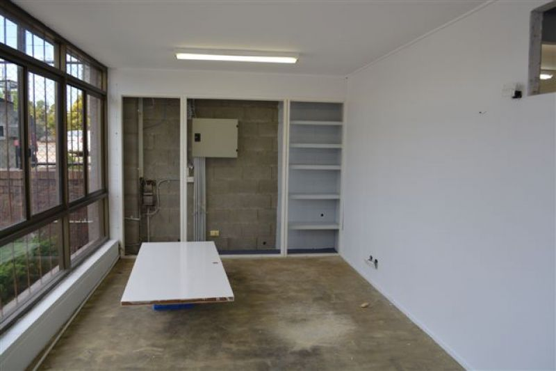 500m2 Warehouse/ Office in Immaculate Condition