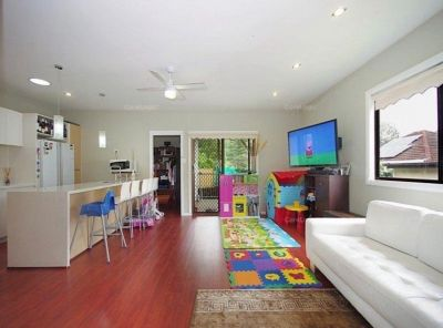 Private 3 bedroom granny flat with own yard. Incl WATER