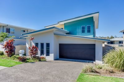 MASSIVE 5 BEDROOM HOME RIGHT IN THE HEART OF COOMERA