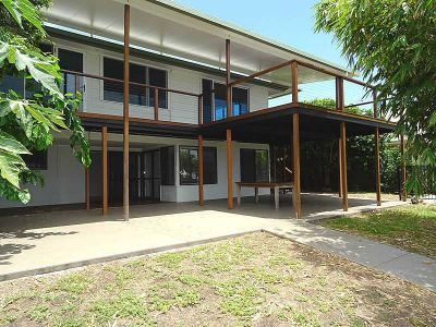 DUAL LIVING WATERFRONT IN THE HEART OF RUNAWAY BAY