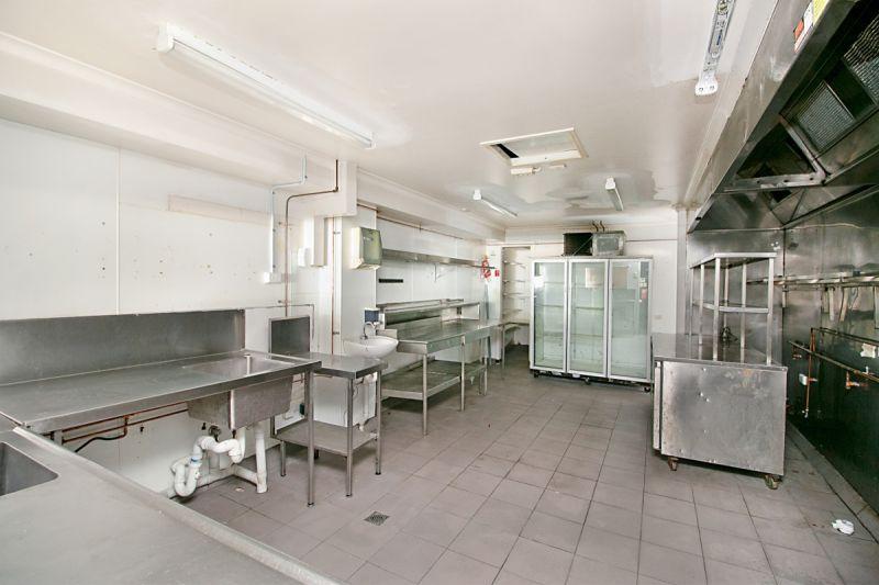 CENTRAL COOLANGATTA CAFÉ/BAR OPPORTUNITY