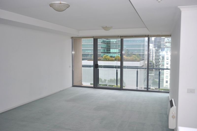 Park 88: Stunning Two Bedroom Apartment in South Melbourne!