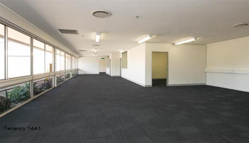 200M2 NEW PAINT/ CARPETS / AIR- CONDITIONED OFFICE