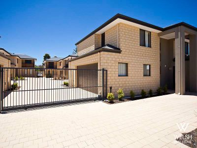 SECURE AND SPACIOUS TOWNHOUSE!