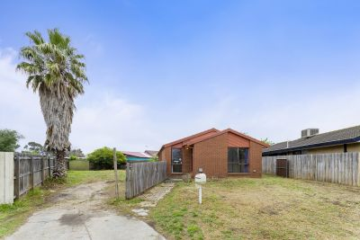 Your  Golden Opportunity In Central Werribee on 582m2 (approx) Of Prime Land On The South Side!