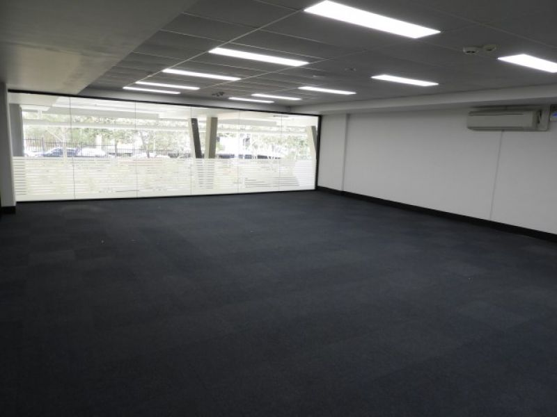 SUPERBLY PRESENTED OFFICE AND WAREHOUSE