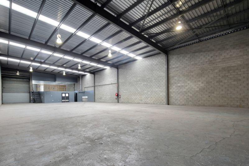Rare Office / Warehouse with Exposure to Ipswich Motorway