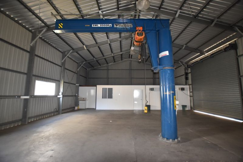 :: 264m2 INDUSTRIAL SHED WITH LARGE FENCED 1728m2 HARDSTAND AREA**