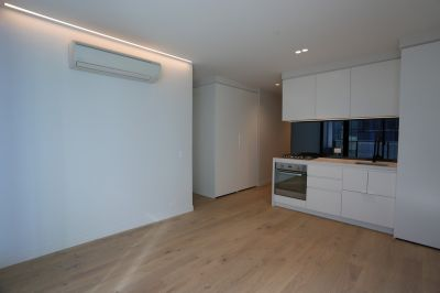 Lighthouse: Stunning Two Bedroom Apartment in the Heart of Melbourne!
