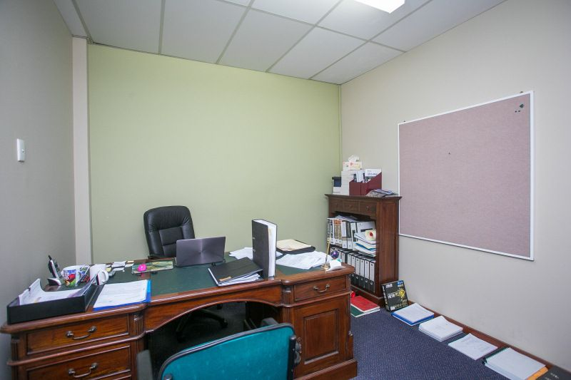 GENUINE VALUE – READY TO OCCUPY NOW – OFFICE + BALCONY