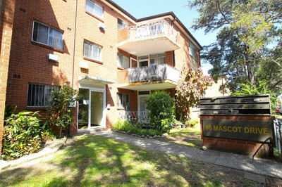 Two Bedroom Unit With Floorboards and Parking