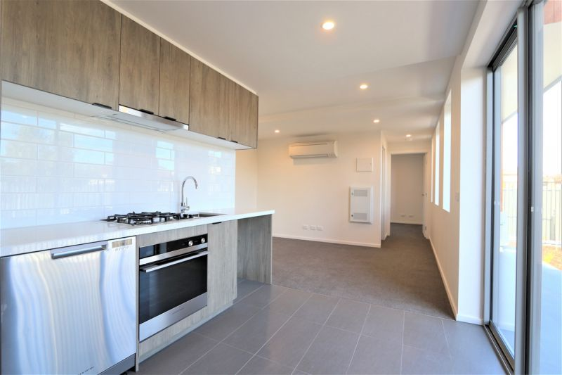 One Bedroom near new apartment with Carpark & courtyard
