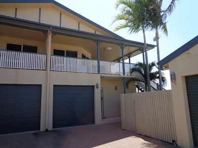 Modern, Spacious Unit minutes from the CBD and Strand