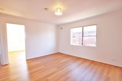 Top Floor Two Bedroom Unit with Carspace **FRESH PAINT+NEW FLOORS**