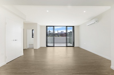 Stunning New Huge Courtyard Apartment