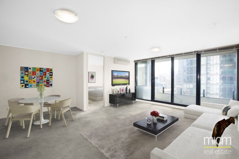 Ultra-Generous Southbank Living in The Summit