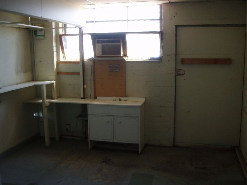 165M *WORKSHOP / FACTORY WITH EXPOSURE   - RENT REDUCED AND FLEXIBLE TERMS!!!