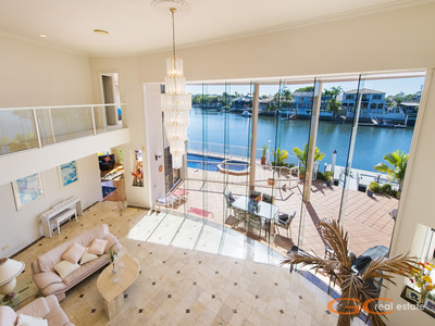 PALATIAL WATERFRONT RESIDENCE - STUNNING NORTH EAST WATER VIEWS!