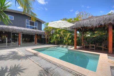 Tropical  Paradise  With  Dual  Living  Potential!