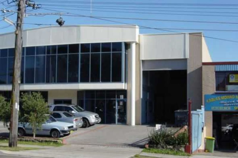 Quality street frontage unit with showroom area.