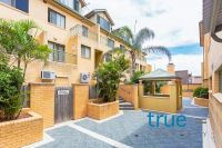 = HOLDING DEPOSIT RECEIVED = FANTASTIC SPLIT LEVEL APARTMENT CLOSE TO EVERYTHING