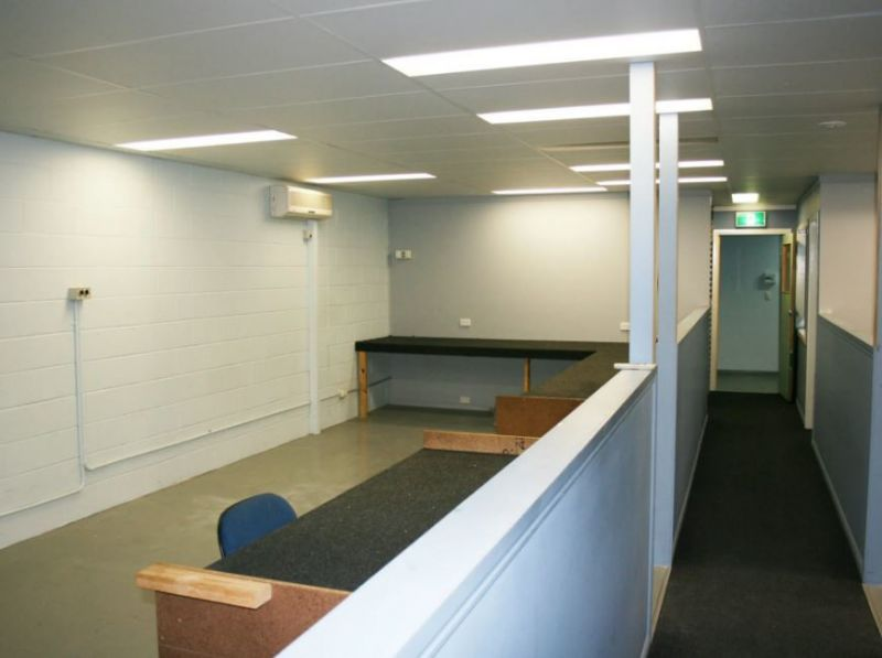 $102/M2 GROSS / 225M2 Very Cool Fully Fitted office