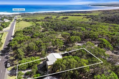 SOLID HOME WITH NATURE AND OCEAN ON YOUR SIDE!