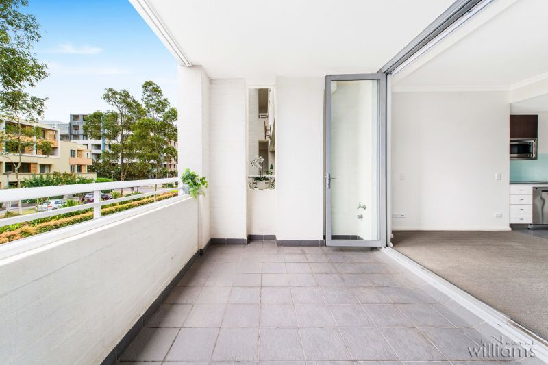 LIGHT-FILLED, QUALITY OPEN DESIGN , ONE BEDROOM