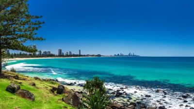 WAKE UP AND TAKE A DIP IN BEAUTIFUL BURLEIGH POINT