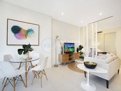 Pristine, Contemporary Living with balcony a stroll to Tramsheds