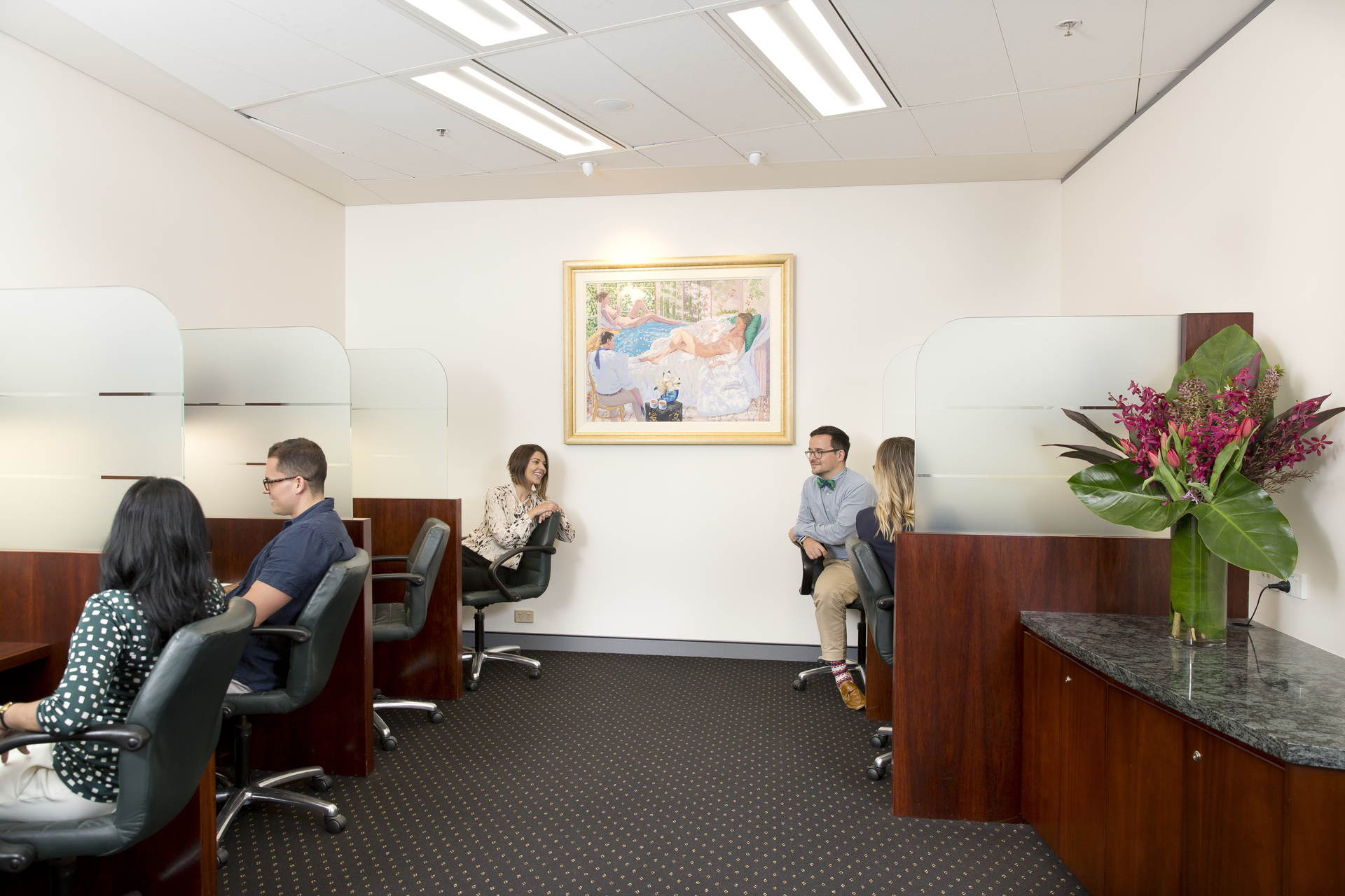 MARVELOUS VIEWS OFFICES FOR 3-PERSON LOCATED IN THE HEART OF SYDNEY