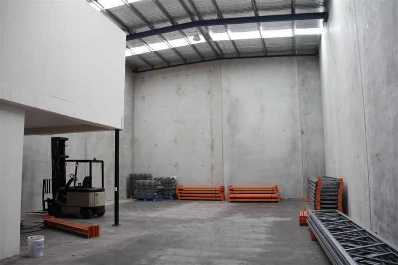 313m² Warehouse With High Clearance and Container Access