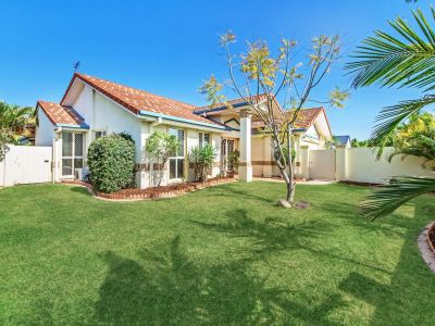 Lovely family home- located in Burleigh Cove